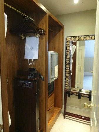 Cranley Hotel: Penthouse Suite Walk-in Wardrobe