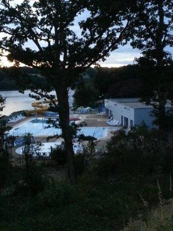 Camping Au Bocage du Lac: Vue de la grande piscine