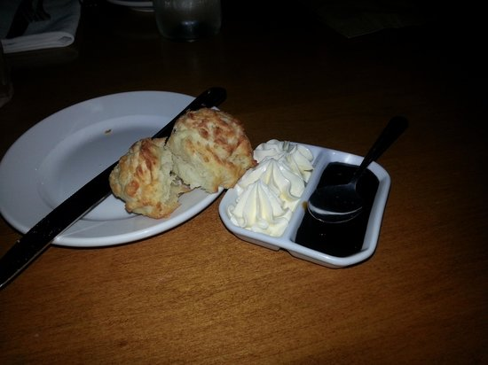 Chives Canadian Bistro: Biscuits with cream and molasses