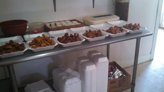 Hot wings heaven delhi restaurant reviews phone number for Cabine in delhi la