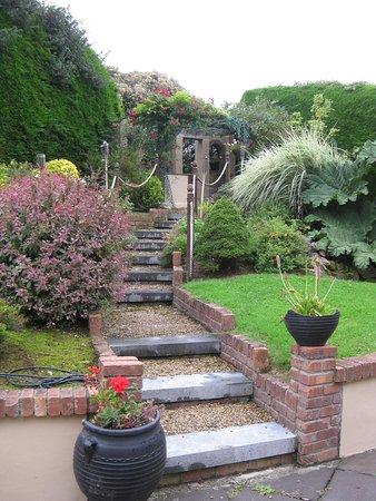 The Shores Country House: The Shores garden