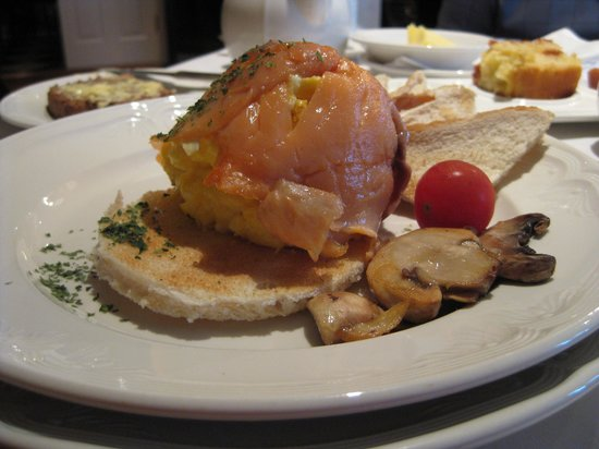 The Shores Country House: Smoked Salmon & Scrambled Eggs Breakfast