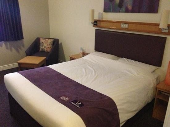 Premier Inn Liverpool North Hotel: good sized premier inn rooms