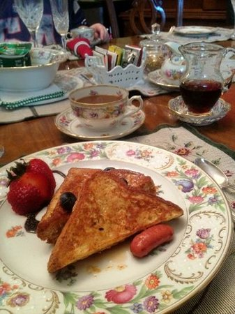 Wilson House Bed and Breakfast: French Toast that you should not miss!!