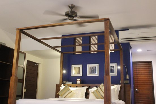 Colombo Courtyard: Comfortable big bed