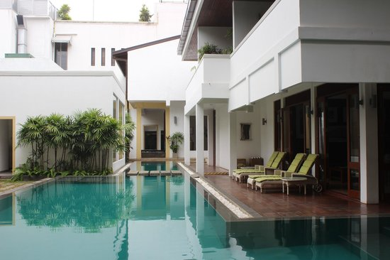 Colombo Courtyard: Nice pool area