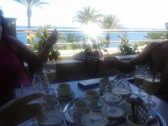 Playadulce Hotel: comedor con vista a la playa