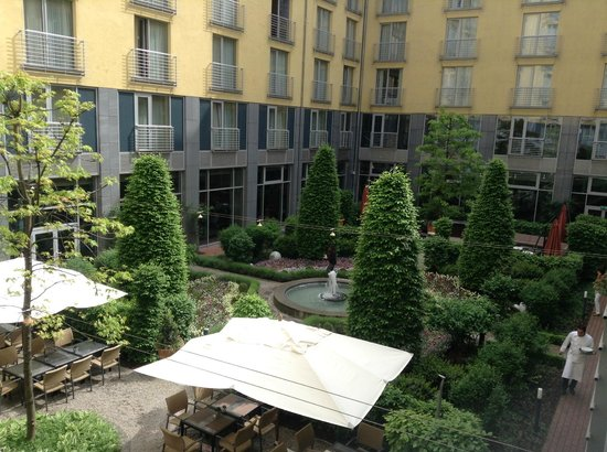 Le Meridien Munich: View of the gardens from hotel room