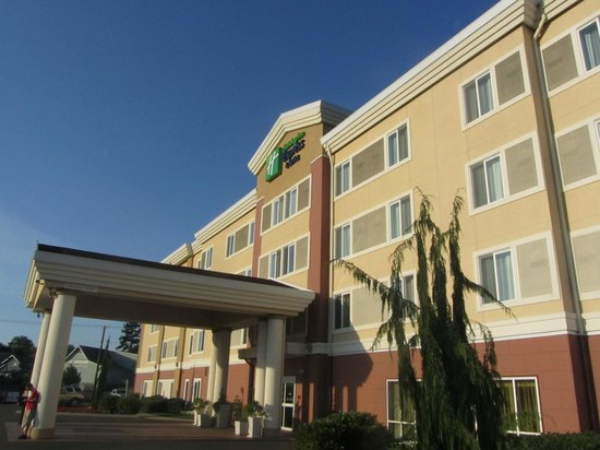 Holiday Inn Express Suites Chehalis - Centralia: Front of Building