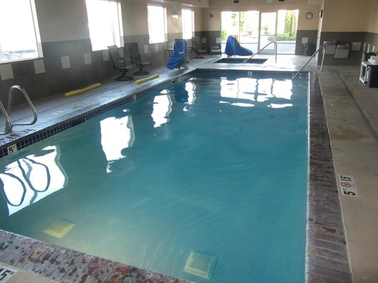 Holiday Inn Express Suites Chehalis - Centralia : Pool