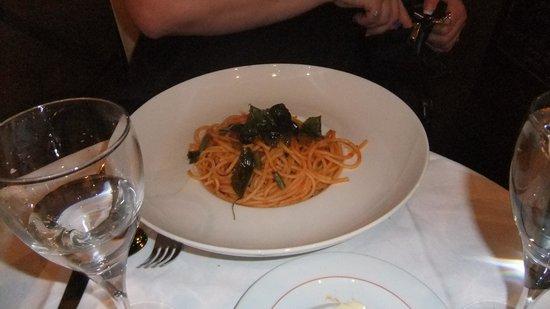 Le Berkeley : Light Tomato and basil pasta. Wonderful.