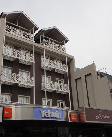 Lennox Hotels Ushuaia: the hotel seen from the street
