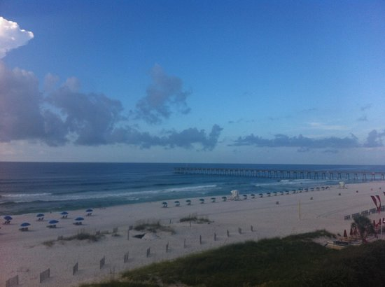 Hampton Inn Pensacola Beach: From the balcony looking towards the pier