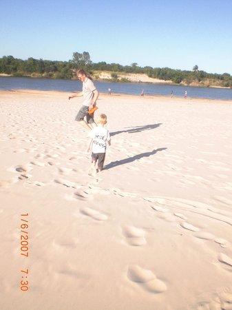 Rosario Do Sul, RS: Correndo nas areias macias da Praia das Areias Brancas de Rosário do Sul-RS