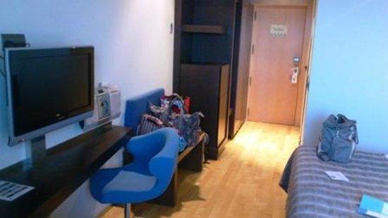 NH Madrid Las Tablas: otra vista de la habitacion