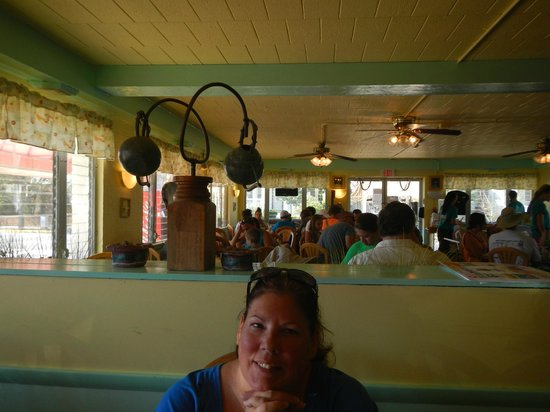 Augie's Omelette & Waffle: Simple shore decor complimented by Gayle