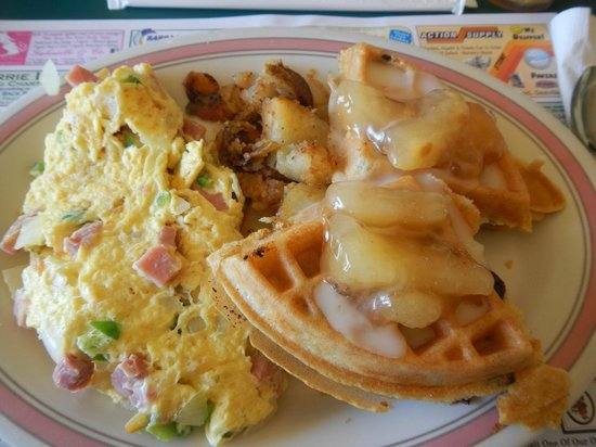 Augie's Omelette & Waffle: Mini-combo! Western omelet and french apple waffle