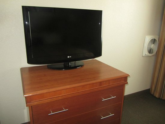 Candlewood Suites - Portland Airport: Nice TV's