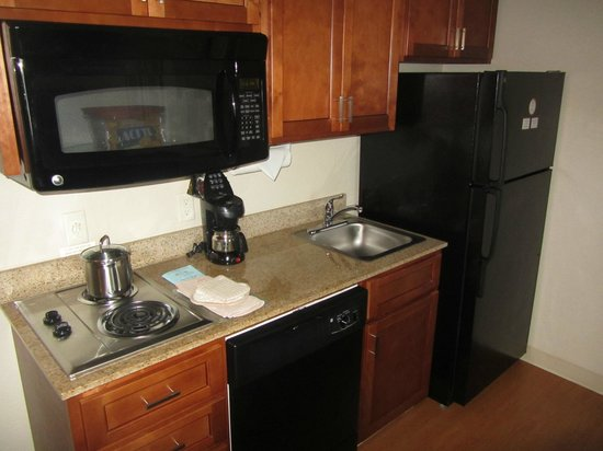 Candlewood Suites - Portland Airport: Kitchen