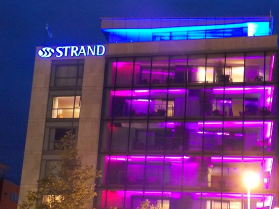 Limerick Strand Hotel: The Strand at night