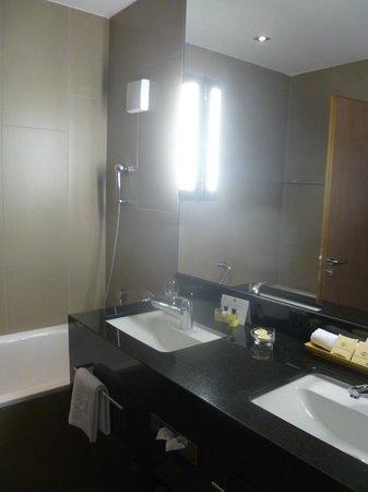 Morosani Schweizerhof Davos: Bathroom