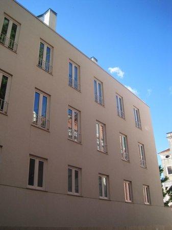 Pateo Lisbon Lounge Suites : Unique modern architecture.