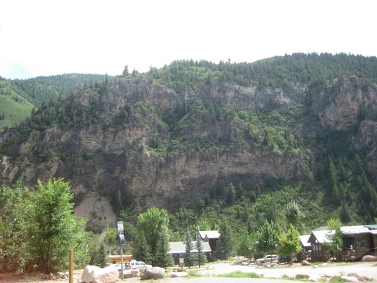 Glenwood Canyon Resort: view from the entrance