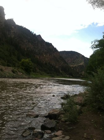 Glenwood Canyon Resort: the river by the tent site