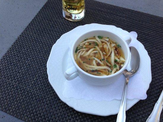 Dorfkrug - Gasthof . Restaurant . Appartements : Fritten zuppe