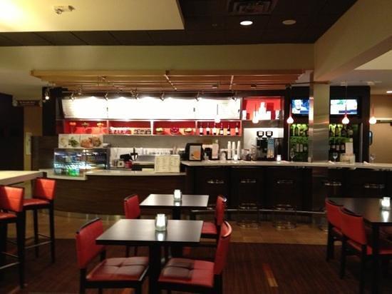 Courtyard Orlando Airport: Bistro serves Starbucks!