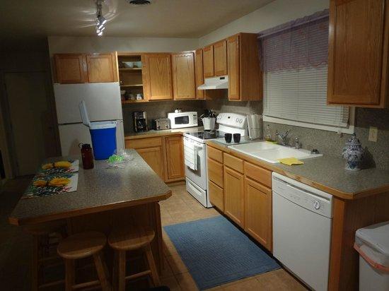 Greybull Motel: Kitchen, eat area