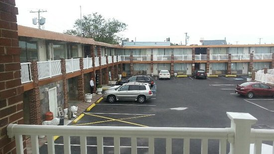 Knights Inn Atlantic City: View from room overlooking the parking lot