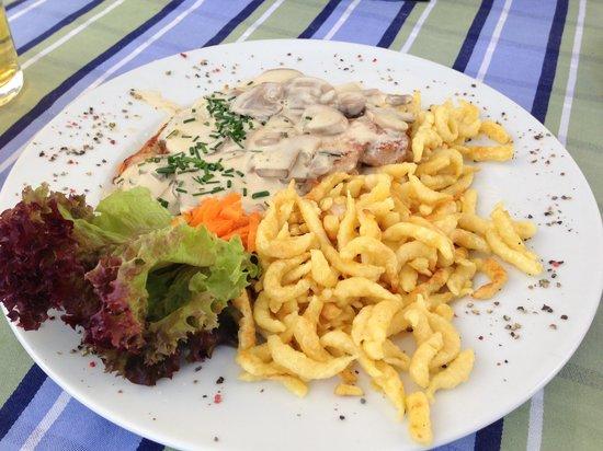 Sakrisch Guat: Scaloppe con funghi e spatzle