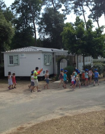 Siblu Villages - La Pignade: Pirates club in front of a mobile home at La Pignade