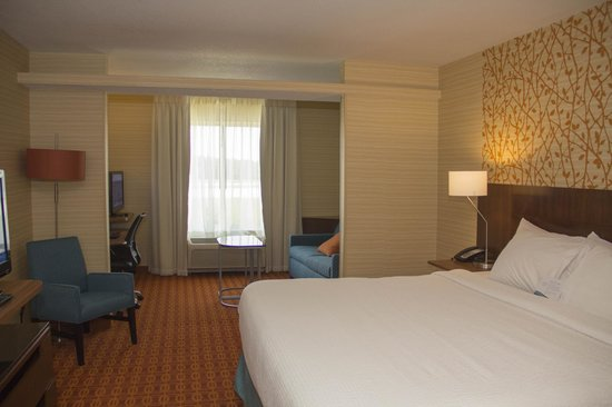 Fairfield Inn & Suites Watervliet St. Joseph: Two Queen Suite with Pull Out