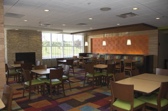 Fairfield Inn & Suites Watervliet St. Joseph: Breakfast Area & Lounge