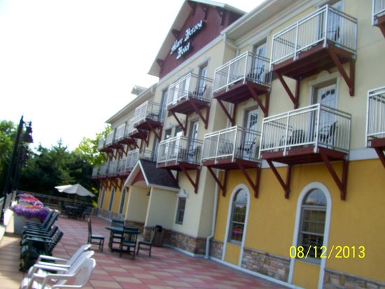 patio facing cass river picture of the marv herzog hotel. Black Bedroom Furniture Sets. Home Design Ideas