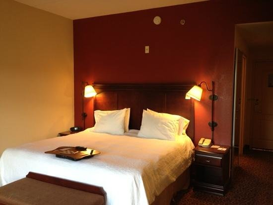 Hampton Inn & Suites Ocala - Belleview : I like the atypical layout of the room