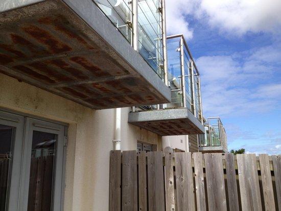 Bay Retreat Villas: Exterior not exactly inviting