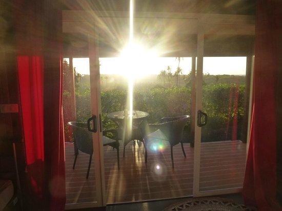 Rimitara Island, Polynésie française : Terrasse, Coucher de soleil