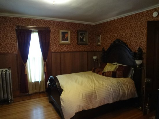 Victorian Bed and Breakfast: Gwendolyn June Chambers
