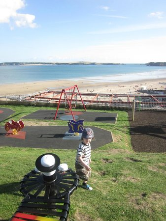 Southcliff Hotel: Play ground 5 min up the room overlooking the beach, with skate park too