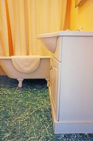 Adelaide Hostel: Bathroom