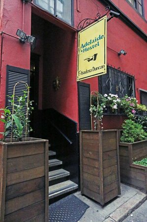 Adelaide Hostel: Entrance