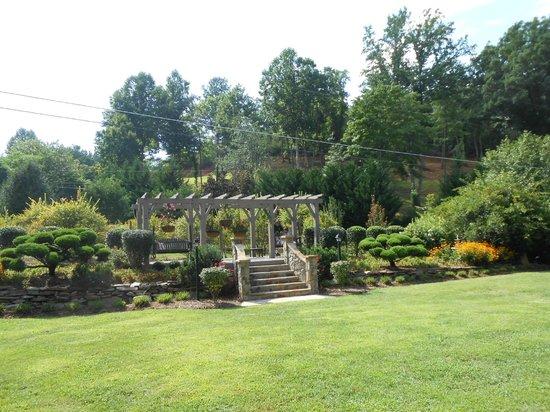 Hawkesdene House: ROSE GARDEN
