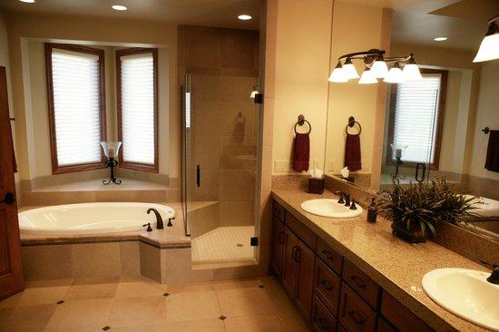 Pronghorn Resort: Residence Bathroom