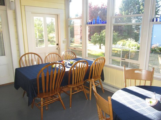 Blue Goose Inn Bed and Breakfast: Breakfast Room