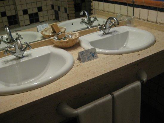 Hotel Rural Huerta de las Palomas: baño habitacion