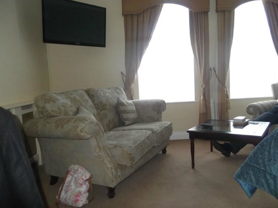 بارك هوتل: Comfy couch!