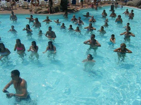 Playasol Spa Hotel: Los bailes en al piscina